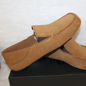 UGG UPSHAW LEATHER MOCCASSIN SLIPPERS NEW